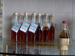 Confezioni di colatura di alici di Cetara (SA).