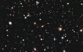 La regione di cielo nota come Hubble Ultra Deep Field, con galassie di magnitudine pari a circa 29, ossia un miliardo di volte più deboli delle più deboli stelle visibili ad occhio nudo. Fonte: NASA