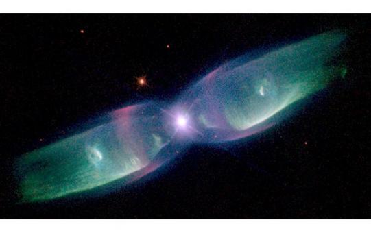 La nebulosa planetaria M2-9, con una evidente struttura polare. Fonte: HST-NASA.