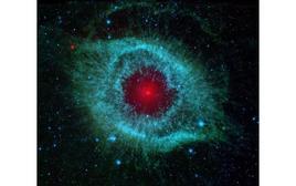 Immagine della Nebuloso Planetaria Helix ottenuta nell'infrarosso con il telescopio spaziale Spitzer. Fonte: NASA