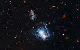 I Zwicky 18: youthful in appearance, this irregular is as old as other galaxies. Credit: NASA (HST).