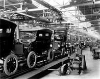 Ford T catena di montaggio (Piquette, Detroit, U.S.A. – 1908). Fonte Le dispense di Dapero ricerca sociosanitaria