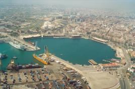 Valencia (Spagna). La rigenerazione urbana del Bacino interiore della città: l'antico porto del Grau nel 2008, oggi collegato alla città storica di Valencia (foto dell'a. 2010).