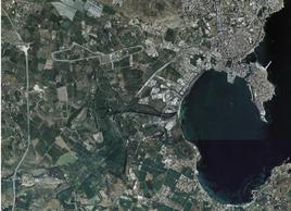 La foto aerea di Siracusa e della penisola di Ortigia e delle due insenature portuali con i due porti(dal sito web della Regione Sicilia).