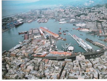 Genova. Foto aerea del grande porto storico rinnovato a nuovo uso con innovative strutture architettoniche, dopo il trasferimento del porto commerciale fuori dalla città storica ad occidente (da sito web comune di Genova).