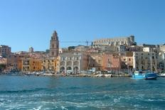 Gaeta città portuale. Veduta prospettica contemporanea del fronte mare (foto dell'a. 2005)