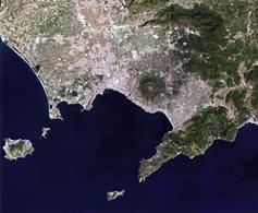 Napoli. La Baia di Napoli in una foto da satellite (da Google).