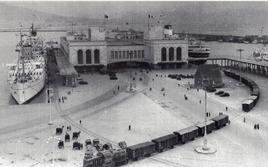 Napoli città portuale. La nuova stazione marittima dell'arch. Bozzoni del 1937 (da T. Colletta, 2012).