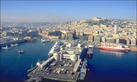 Napoli città portuale. Il fronte a mare e la stazione marittima (da T. Colletta, 2012).