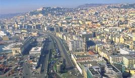 Napoli città portuale in una veduta aerea che mostra l'area del porto e la nuova via Marina (da T. Colletta, 2012).