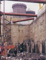 Napoli. La scoperta del porto romano a piazza Municipio, avanti l'odierno Castelnuovo (foto dell'a, 2004)