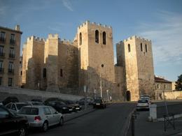Marsiglia città portuale. L'abbazia medievale di Sain Victoir restaurata che domina il porto ancora oggi (foto dell'a. 2009).