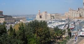 Il vecchio porto completamente rinnovato e rivalorizzato con nuove funzioni (foto dell'a. 2013).