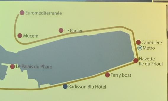 Marsiglia città portuale ed il vecchio porto con l'individuazione dei punti strategi del rinnovo e valorizzazione messi in comunicazione da un ferry boat di grande attrattiva turistica (da Materiali turistici 2013).