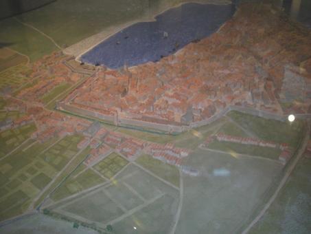 Marsiglia città portuale in epoca medievale nel grande plastico redatto da M.Buiron e conservato presso gli Archivi Municipali di Marsiglia (foto dell'a. 2009).