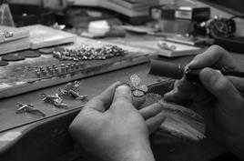 Nafplio (Grecia). Il recupero delle attività artigianali creative della lavorazione dell'argento e dell'oro.
