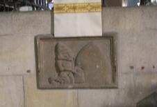 Barcellona. Un'insegna  marmorea che indica la fabbricazione locale del pane (foto dell'a. 2009).