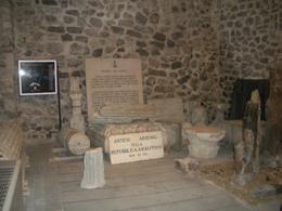 """Amalfi (Campania). Gli Antichi arsenali e i materiali """"scopert"""" nelle ricerche condotte (foto dell'a. 2012)."""