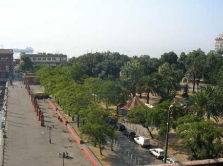 Napoli. I giardini del Molosiglio nel sito degli Arsenali vicereali. (foto dell'a. 2010)