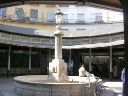 Valencia. La riqualificazione dell'area e della piazza circolare del mercato ottocentesco (foto dell'a. 2006)