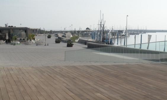 Valencia città portuale .Il nuovo porto. E' ben visibile l'uso del porto del Grau dopo gli interventi per la Coppa America e le strutture  turistiche realizzate  e il n uovo braccio di molo per il loisir ancora in via di ultimazione nel settembre 2010 (foto dell'a.2010)