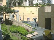 """Lo spazio aperto intorno alla stazione""""Salvator Rosa"""" del Metrò progettato dall'atelier dell'arch. Mendini (foto dell'a. 2007)"""