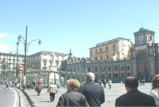 La nuova architettura di Gae Aulenti in vetro e acciaio una soluzione che ben si adatta al complesso storico monumentale della storica piazza settecentesca  (foto dell'a.2005)