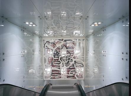 I lavori artistici  nella stazione Dante di Gae Aulenti fatti dall'artista napoletano Pistoletto. I lavori artistici  del lungo mosaico di Pistoletto e dell'artista De Maria( foto dell'a. 2007)