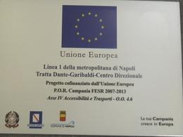 """Insegna apposta nella stazione """"Toledo""""  a conferma dei Fondi Europei  messi in opera per l'opera della Metropolitana di Napoli. (foto dell'a. 2012)"""