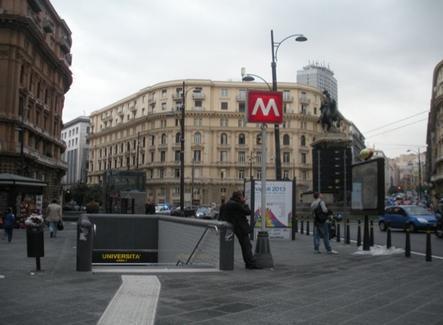 Riqualificazione della  piazza della Borsa degli archh. S. Cappelli e Ranzo e M.A. Sbordone (foto dell'a. 2011)