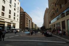 Lo spiazzo pedonale alla via Diaz (foto del a. marzo 2013)