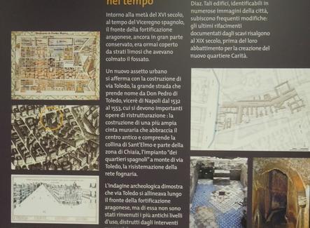 La cartellonistica sulla storia della città e del luogo urbanodelle mura aragonesi occidentali della città della fine del Quattrocento.