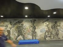 """Stazione """"Toledo"""" particolari del grande pannello a mosaico dell'entrata (foto dell'a. 2013)"""