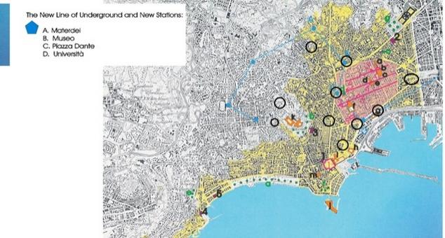 Napoli. La perimetrazione in giallo del centro Patrimonio dell'umanità e con cerchietti la localizzazione delle Stazioni della Metropolitana Linea 1 nel centro storico.