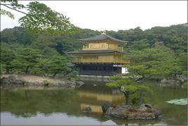 Kioto (Giappone). Il  Kinkaku Gold templum oggi restituito al suo antico splendore (foto dell'a. 2009)