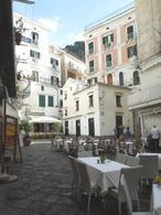 Amalfi (SA). La piazza dei Ferrari, cuore del centro storico e delle attività turistiche ricreative (foto dell'a. 2009)