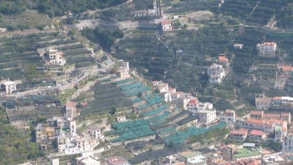 """Ravello (SA) Il paesaggio culturale storico della """"Costiera amalfitana"""", oggi patrimonio del mondo, inserito nella W.H.L. dell'UNESCO dal 2009 (da T. Colletta, 2012)."""