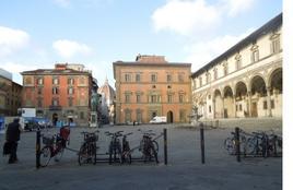 Firenze. Piazza Santissima Annunziata. L'importanza della pedonalizzazione delle piazze storiche italiane per un turismo di cultura (foto dell'a. 2013)