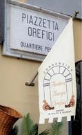 Il rinnovo dell'antico Borgo degli Orefici nella città bassa di Napoli vicino al mare e delle sue antiche tradizionali attività artigianali.