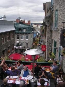 Quebec City (Canada) Turismo culturale e Disneyland city: una strada per turisti a Quebec city e la trasformazione a solo uso dei turisti. (foto dell'a. 2008)