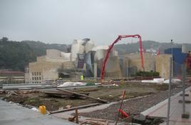 Bilbao (Spagna). Il Museo Gugneim e le trasformazioni urbanistiche dell'area intorno al fiume negli anni 2010-2011 (foto dell'a.)