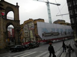 Bilbao (Spagna), lo svuotamento del mercato coperto sette-ottocentesco per un'ulteriore trasformazione di marketing (foto dell'a. 2010)