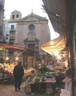 Le piazze storiche italiane spazi di vivibilità e di memoria. Palermo, piazza del Carmine (foto dell'a. 2007)