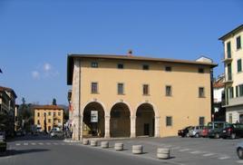 """Monsummano, (Regione Toscana), Museo della città e del Territorio, nella rivalorizzata antica  """"Hosteria di sua Altezza"""" (foto dell'a. 2009, da T. Colletta, 2012)."""