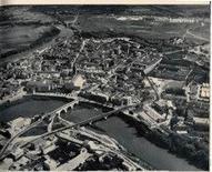 """Capua. Veduta aerea della città forte sul fiume Volturno. (da T. Colletta (a cura di) CD Rom """"Capua nuova"""" .., 2000)."""