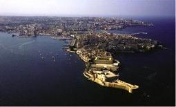 Siracusa. Veduta aerea con i due porti e in primo piano il castel Maniace.