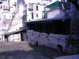 Roma medievale e la Crypta Balbi nella odierna sistemazione urbana con gli scavi archeologici ancora in atto (foto dell'a. 2005).