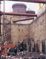Napoli. La scoperta del porto romano a piazza Municipio, avanti l'odierno Castelnuovo (foto dell'a. 2004).