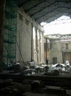 Pozzuoli: Rione Terra. Il tempio di Augusto antica cattedrale della città oggi in via di restauro architettonico (foto dell'a. 2006).