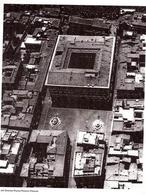 Roma. Piazza Farnese in una veduta aerea (da Piazze italiane…, 2005).